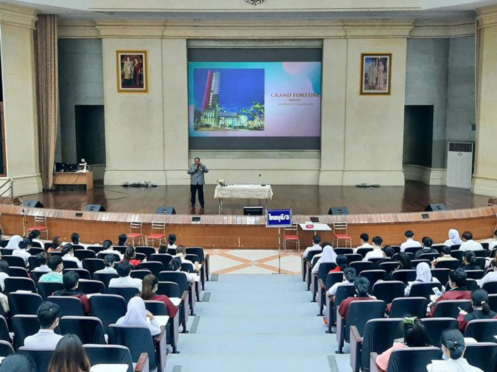 Special Lecture by Mr.Prinya